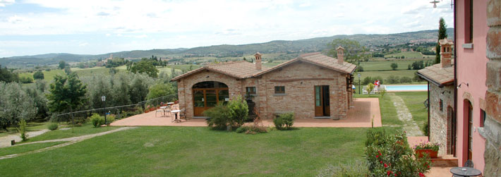 Farmhouse in Tuscany, Cortona with self catering accomodations. Italy
