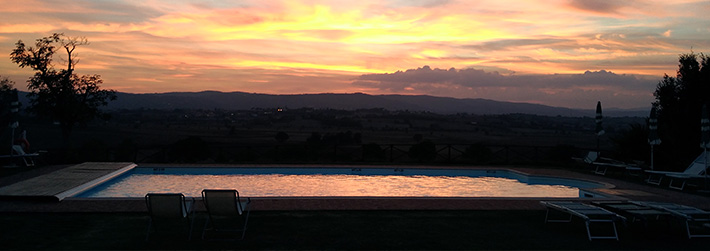 Apartment  with pool to rent for holidays near Cortona in Tuscany. Self catering apartment with pool for holidays near Cortona, Italy