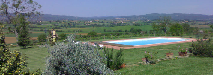 Self Catering accomodation with swimming pool for your holidays near Cortona in Tuscany, Italy