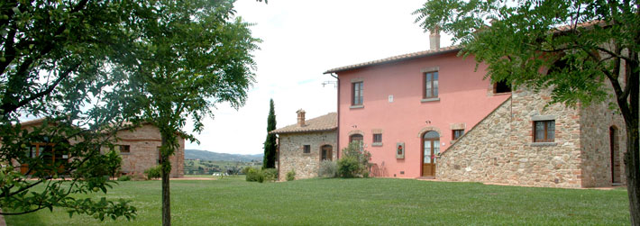 Farm holiday in Cortona, apartments with swimming pool to rent in Tuscany. Italy